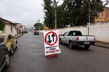Trânsito em mão-dupla nas avenidas Sapucaí e Frederico de Paula Cunha