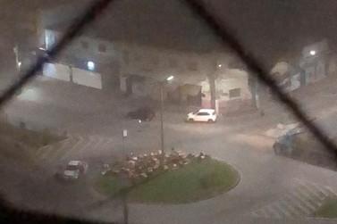 Bandidos explodem agência bancária e fazem reféns em Pouso Alegre