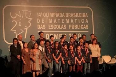 Alunos da Escola Luiz Pinto recebem Medalha de Ouro na Olimpíada de Matemática