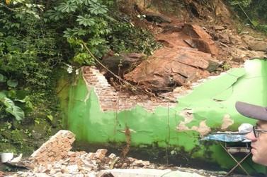 Deslizamento de pedra atinge três residências em Santa Rita do Sapucaí