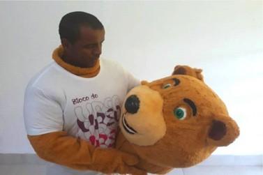 Saiba quem é Diego Urso que dá vida à mascote do Bloco do Urso