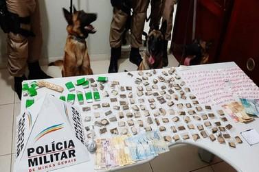 Operação com cães farejadores apreende 216 pinos de cocaína em Santa Rita