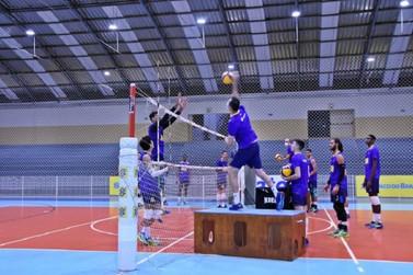 Seleção sub-19 de Vôlei masculino treina no Inatel em Santa Rita do Sapucaí