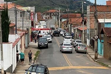 Duas pessoas são baleadas em assalto a comércio de gás em S Rita do Sapucaí