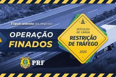 PRF inicia fiscalização e restringe tráfego de caminhões e veículos longos