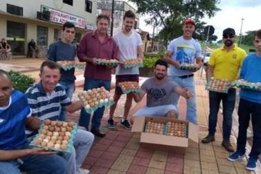 Ovos que teriam como alvo a caravana de Lula seguem para doação