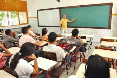 Greve dos caminhoneiros suspende aulas em Umuarama e região