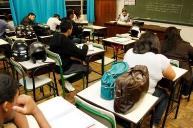 Escolas recebem matrículas da Educação de Jovens e Adultos