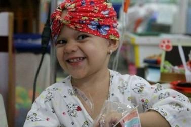 Pequena Rebecca apresenta melhoras, mas permanece internada no hospital
