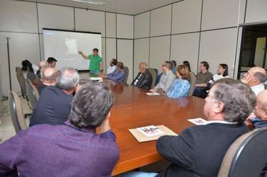 Projeto da Policlínica de Umuarama é apresentado ao prefeito e deputados