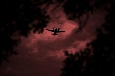 Aeronave faz manobras arriscadas no céu de Paranavaí e assusta população