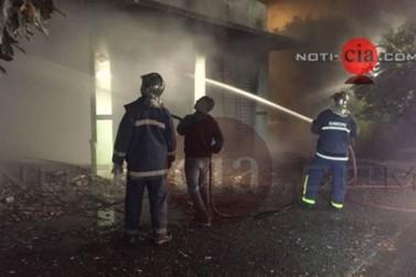 Incêndio causa explosão e destrói fábrica em Terra Boa