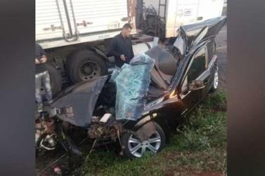 Motorista morre em colisão com carreta na rodovia PR-323, em Jussara