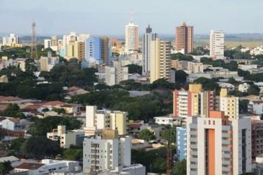 Sábado começa com céu limpo e temperatura agradável em Umuarama