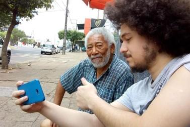 Sósia de Morgan Freeman se diverte com assédio em ruas de Umuarama