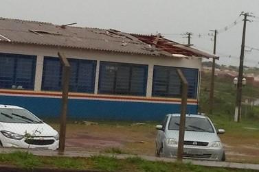 Chuva destelha parte de escola e aulas do ensino fundamental são canceladas