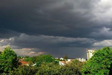 Imet alerta para chuva forte e possibilidade de granizo em Umuarama