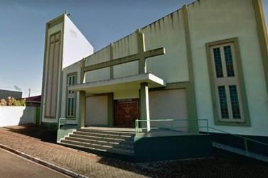Padre e funcionários de igreja são feitos de reféns durante assalto