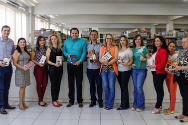 Unipar doa livros para a Fazenda Renascer e penitenciária da região