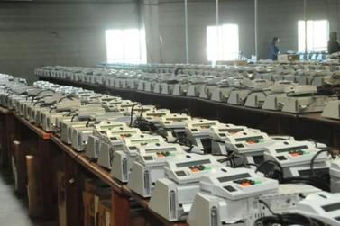 Urnas eletrônicas começam a ser lacradas no Paraná