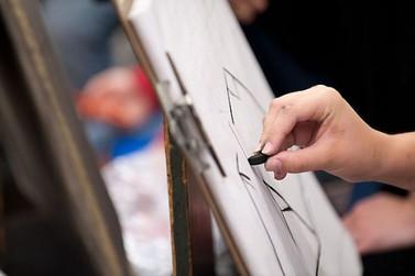 Ilustrador oferece oficina colaborativa de desenho em Umuarama