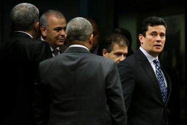 """Moro afirma que convite de Bolsonaro será objeto de """"discussão e reflexão"""""""