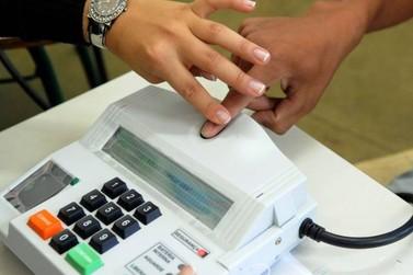Mulher ciumenta agride mesária que segurou mão de seu marido para biometria