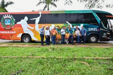 """Prefeito entrega """"Smel Bus"""" para transportar atletas em Umuarama"""