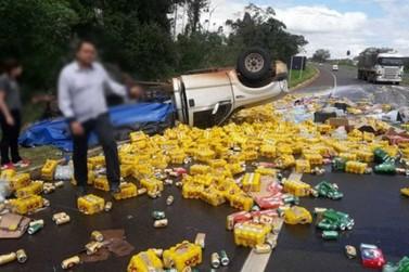 Camionete carregada com cerveja capota na BR-376, em Paranavaí