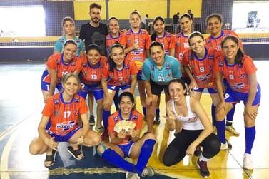 Equipe de futsal feminino de Umuarama é vice-campeã em torneio regional