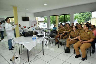 Policiais militares recebem orientações e testes rápidos para ISTs