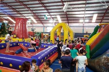 Projeto oferece atividades recreativas a mais de dez mil crianças em Umuarama