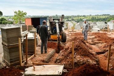 Construção do gavetário no cemitério municipal está em andamento