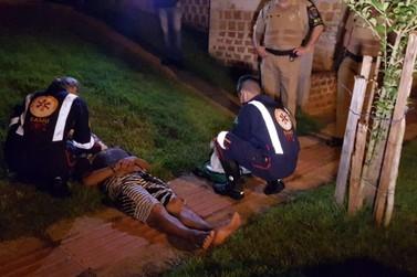 Ladrão é flagrado por morador furtando, apanha até ficar inconsciente e é preso
