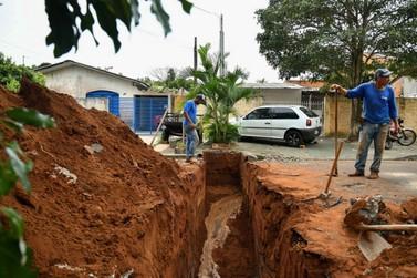 Prefeitura melhora drenagem pluvial em rua do Parque Tarumã