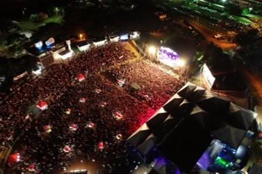 Zé Neto e Cristiano levam multidão à arena de shows da Expo Umuarama
