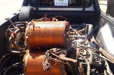 PM apreende 150 quilos de fios de cobre furtados e prende quatro suspeitos