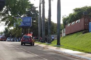 Laje desaba e deixa três trabalhadores feridos em universidade de Maringá