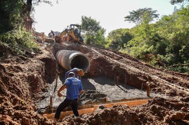 Tubulação contém avanço de erosão no Primeiro de Maio, em Umuarama