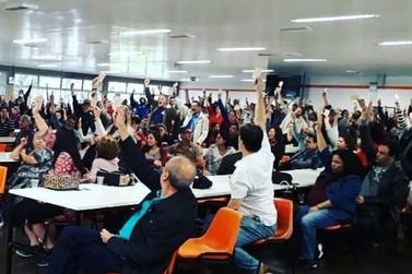 Após assembleia, servidores da UEM entram em greve por tempo indeterminado