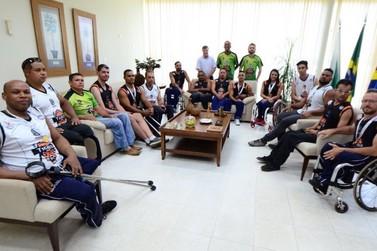 Campeões de basquete nos Jogos Paradesportivos são recebidos em Umuarama