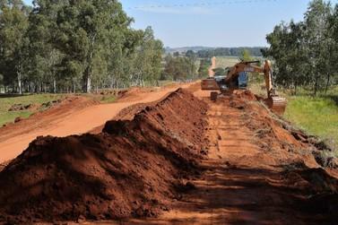 Iniciada readequação da Estrada 215, que será toda cascalhada