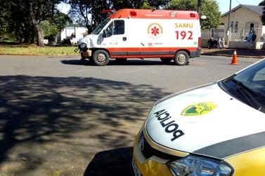 Acidente com ambulância do Samu deixa motociclista ferido em Umuarama