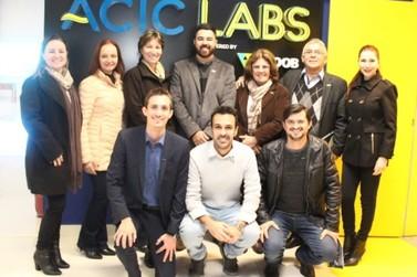 Em visita técnica, representantes da Aciu conhecem o Acic Labs