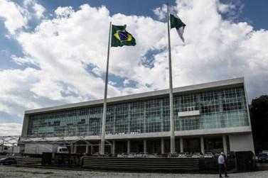 Paraná vai preparar concursos para contratar 6 mil servidores em diversas áreas