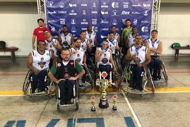 Time de basquete em cadeira de rodas é campeão da Copa Patos de Minas