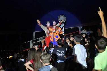 Pessoas assistidas por entidades ganham sessão especial no Circo dos Sonhos