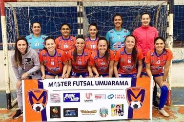 Equipe de Umuarama confirma favoritismo e é campeã de torneio de futsal feminino