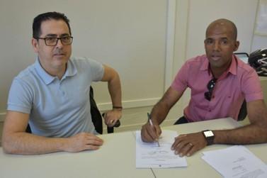 Câmara Municipal de Umuarama formaliza parceria para implantar Parlamento Jovem