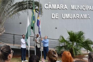 Hasteamento de bandeiras celebra 7 de Setembro na Câmara Municipal de Umuarama